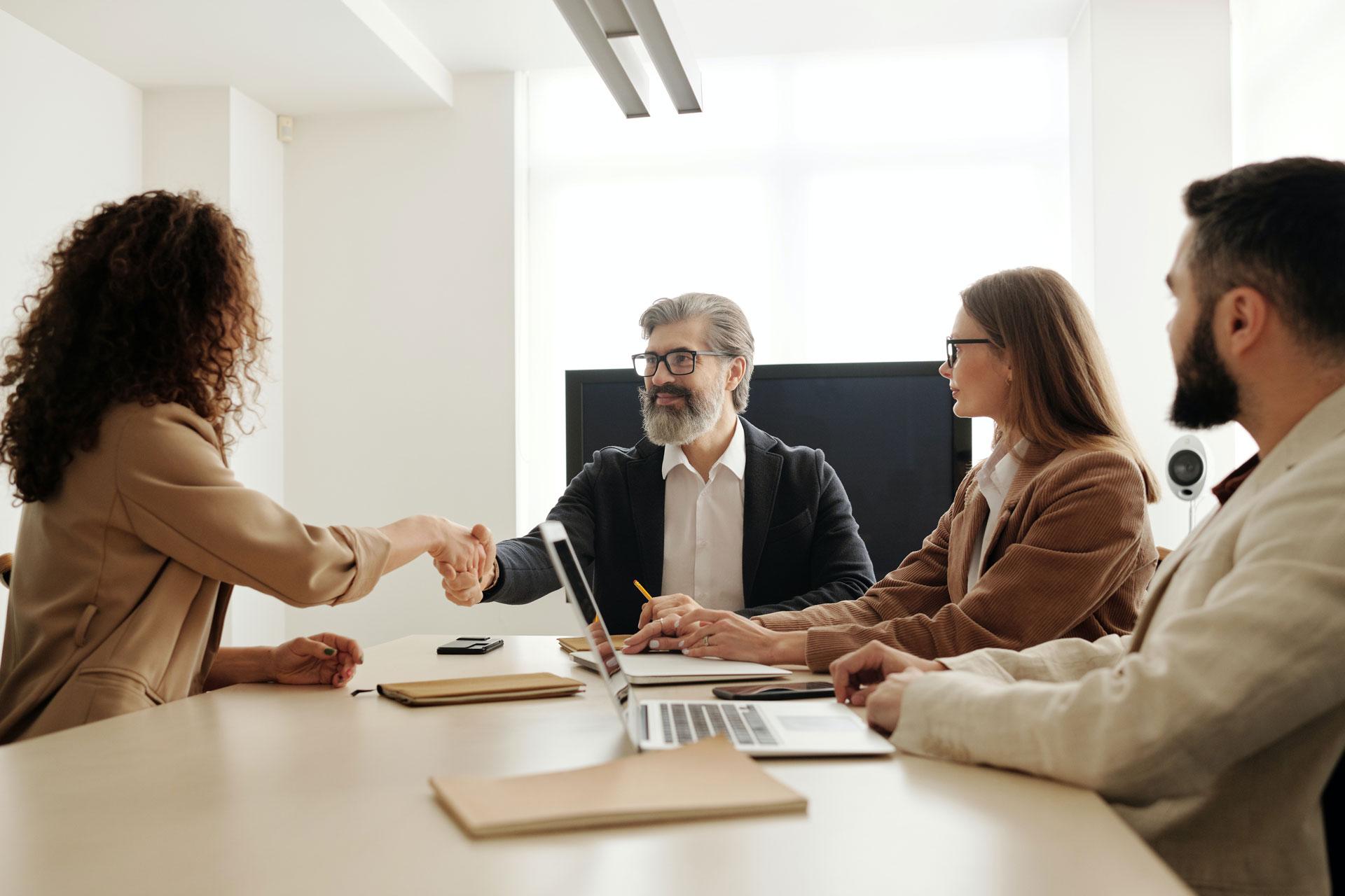 Працівникам соціальних сервісів,HR-ам
